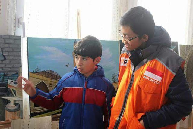 Utsman : Suriah Sangat Indah Saya Berharap Negara Saya Bisa Kembali Damai  Headlineislam.com - Tim kemanusiaan Rumah Zakat (RZ) sampai di Suriah dan mengunjungi Kamp Pengungsian di Kilis Kamis (23/12) kemarin. Tim kemanusiaan RZ langsung bertemu anak-anak pengungsian dalam rangka menginisiasi program untuk anak-anak Suriah. Tim kemanusiaan RZ pun bertemu seorang anak Suriah yang berasal dari kota Idlib Utsman (15 tahun). Ia berasal dari wilayah yang mendapat serangan sangat parah setelah…