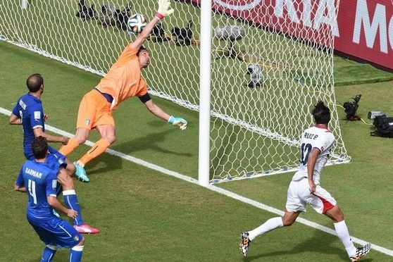 Bryan Ruiz shoots and scores Costa Rica's goal on Friday in a 1-0 win over Italy at the 2014 World Cup in Recife, Brazil.