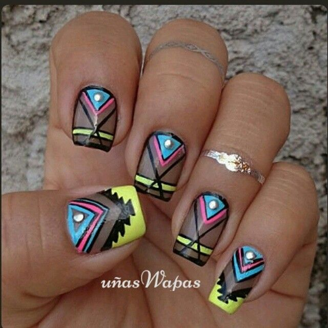 #Uñas transparencia en negro con diseño azteca #uñasWapas, #diseñosdeuñas, #unhas, #nail