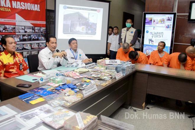 Covesia.com - Badan Narkotika Nasional (BNN) menyita aset tindak pidana pencucian uang (TPPU) dari hasil kejahatan narkotika senilai Rp 25.956.000.000, dari...
