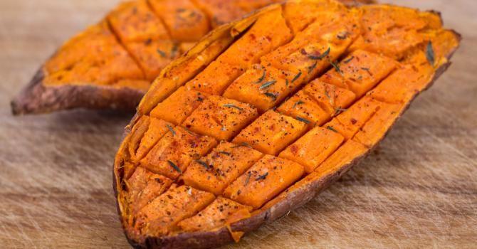 Recette de Patate douce légère grillée aux épices . Facile et rapide à réaliser, goûteuse et diététique. Ingrédients, préparation et recettes associées.