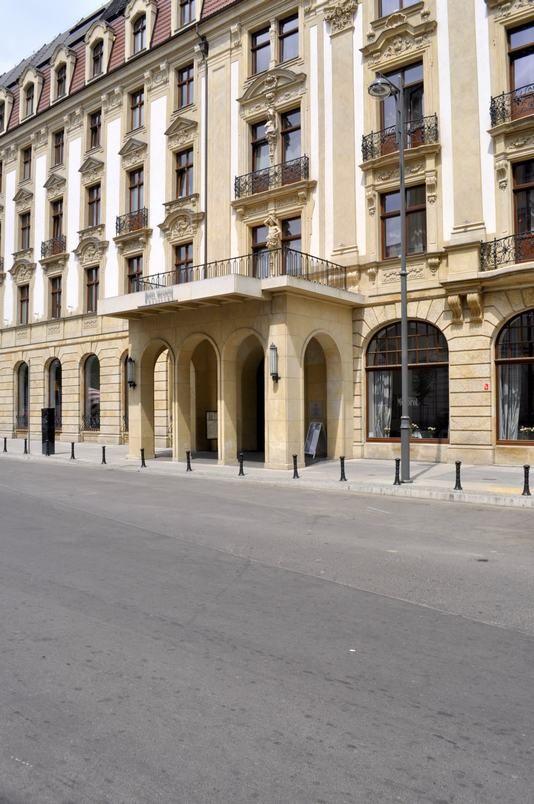 """Hotel """"Monopol"""" od strony ul. Heleny Modrzejewskiej"""