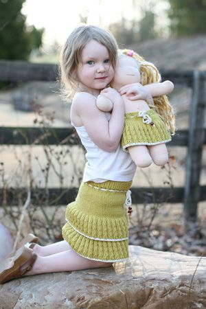 LOVE this skirt for a little girl.  free knitting pattern
