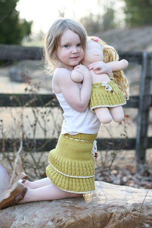 Sweet little girl's skirt: free knitting pattern