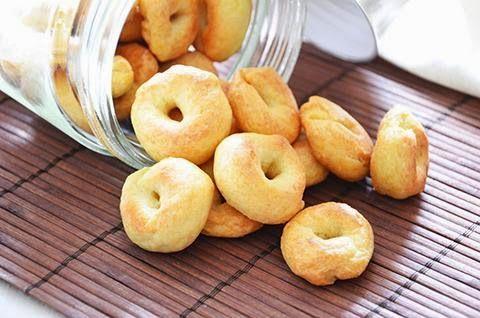 TARALLINI ALL'OLIO  La ricetta dei tarallini all'olio extra vergine di oliva è gustosa e facile da fare. I tarallini sono perfetti per accompagnare i pasti al posto del pane o come snack.  #lacucinaimperfetta #ricette #recipes #antipasti #tarallini