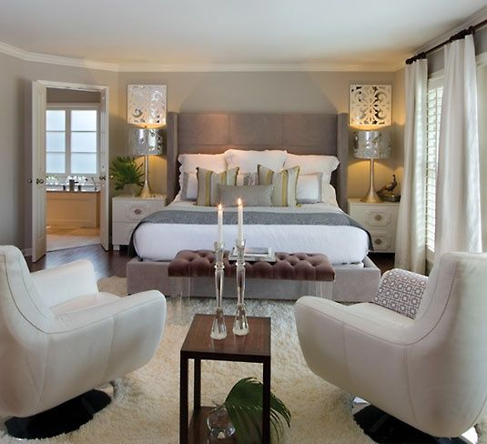 Love the sitting area in the bedroom, don't care for the pictures over the lamps though (too busy)