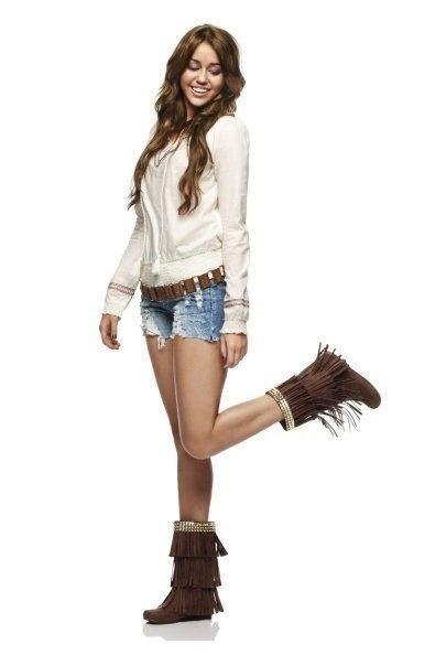 Miley em Hannah Montana (como Miley Stewart)                                                                                                                                                                                 More