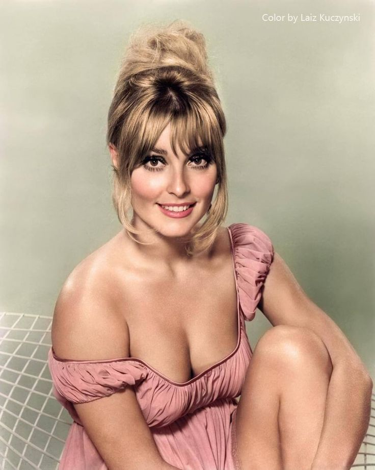 Sharon Tate A Few Years Before Her 1969 Murder By The Manson Family  30 Iconic Black & White Old Pictures That Look Amazing In Colour • Page 3 of 6 • BoredBug