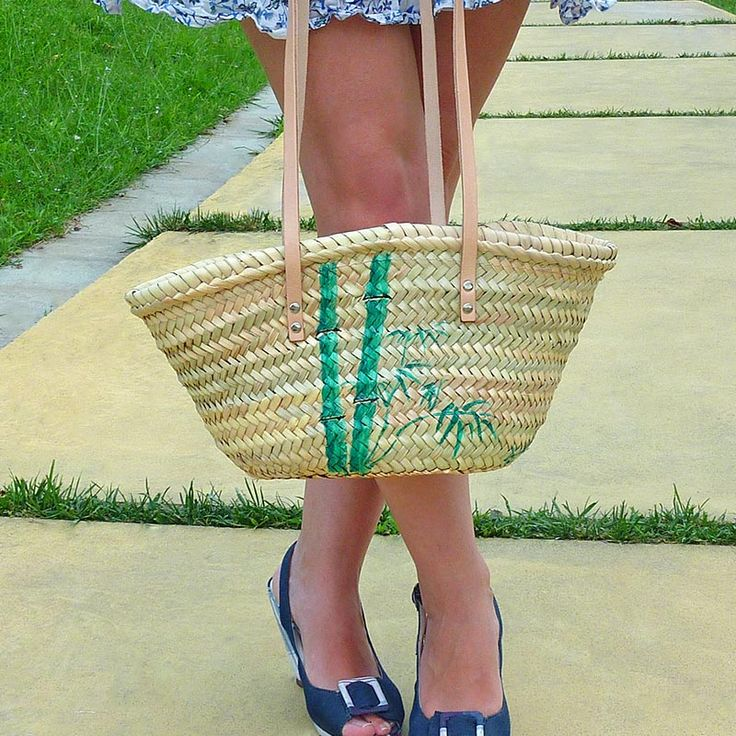 ...tiene el tamaño justo, ni muy grande ni muy pequeño, y con cremallera para mayor seguridad. #bolsos #capazos www.artaliquam.com