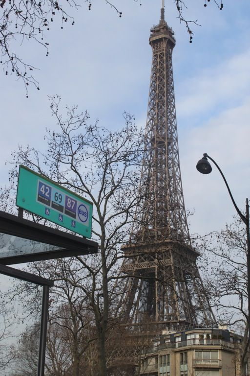 The 42 bus the best sightseeing bus in paris paris for Places to stay near eiffel tower