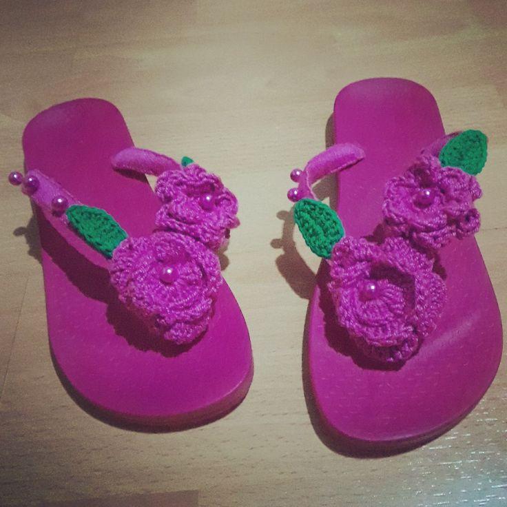 Sandalias decoradas! #anyelikocreaciones #crochet #vacaciones