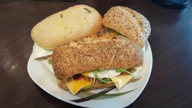 Csirkés-tükörtojásos szendvics