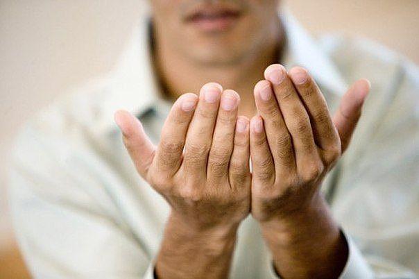 """Средства от """"наростов"""" на суставах======================================= Возле суставов появились наросты и пальцы как бы скрючились... Зрелище - не из приятных. Увидела мои руки знакомая и обрадовала: """"Не переживай. У меня были такие же. Я от них избавилась довольно быстро."""" И она поделилась рецептом. Я проделала 10 процедур, и мои наросты исчезли. Оказывается, таким образом можно избавиться и от """"косточек"""" на ногах! А рецепт таков. 1.ЙОД - 10мл АСПИРИН (Ацетилсалициловая кислота)…"""