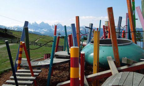 Brixen-geweldig met kinderen, een wandeling met onderweg vanalles te zien, te doen en te beleven: WoodyWalk