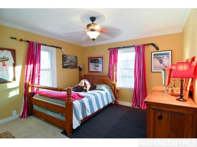 Hockey girl 39 s bedroom check out those curtain rods for Hockey bedroom ideas