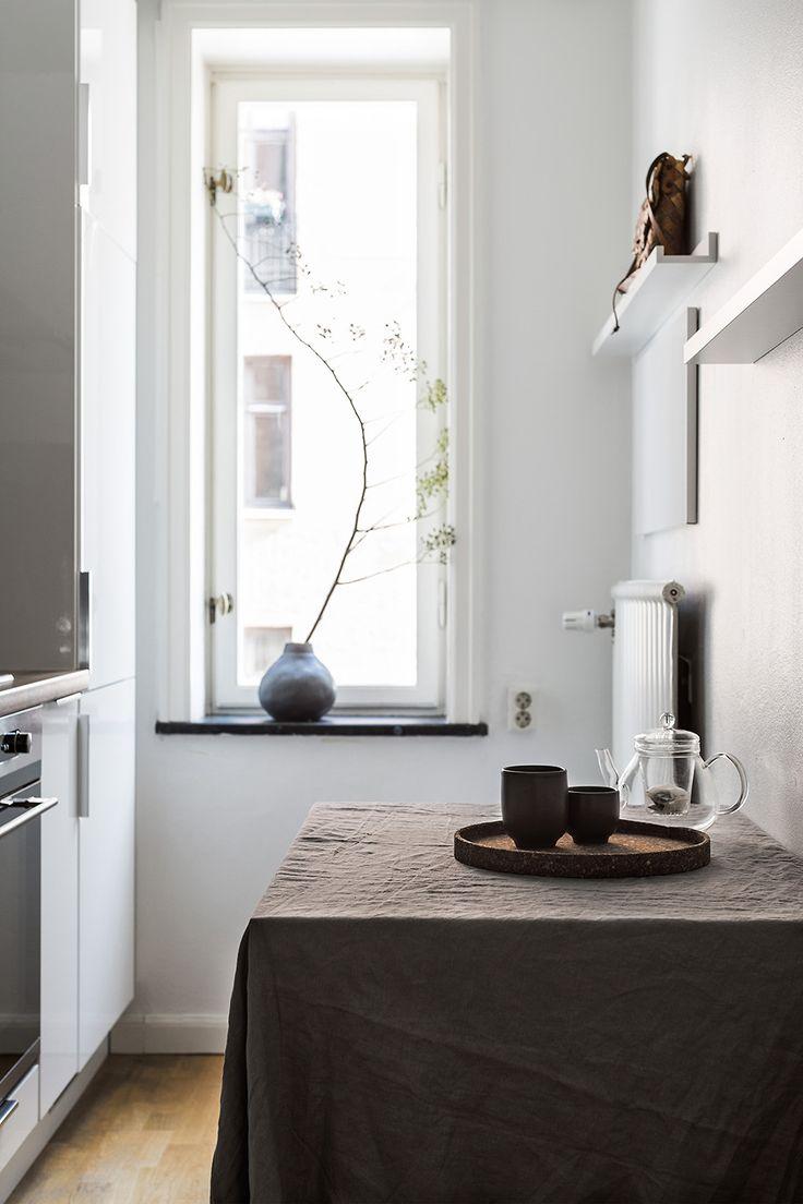 kitchen styling, fantastic frank by linnéa salmén via http://www.scandinavianlovesong.com/