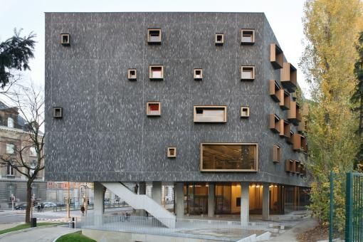 VUB U- Residence by Bogdan & Van Broeck Architects
