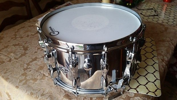 """Slingerland 14 x 8"""" 80s Vintage Magnum Force snare drum, 9 ply rock maple shell covered in chrome with after market snare strainer."""