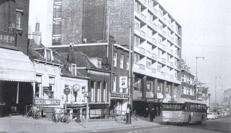 Broersvest ter hoogte van de achterzijde van de Action. Linksboven in de foto nog net de letters te zien van bakkerij Van Meer en Schoep.