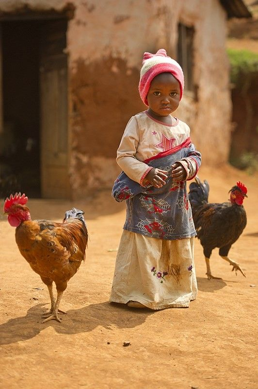 kindje met kippen (gemaakt in Tanzania)