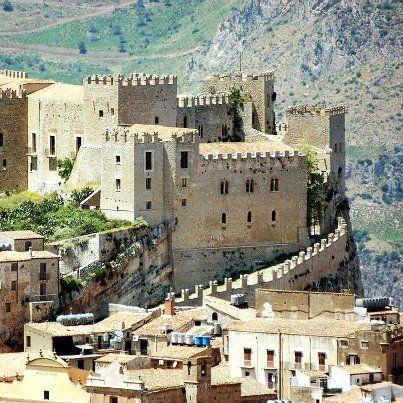 Il Castello di Caccamo, Palermo, Sicilia. 37°56′00″N 13°40′00″E