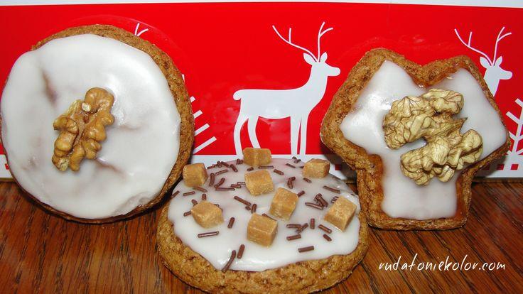 To sprawdzony przepis na puszyste, aromatyczne i pyszne pierniczki, które po wycięciu z ciasta zatrzymują raz nadany kształt i nie tracą go w trakcie wyrastania w piekarniku :).