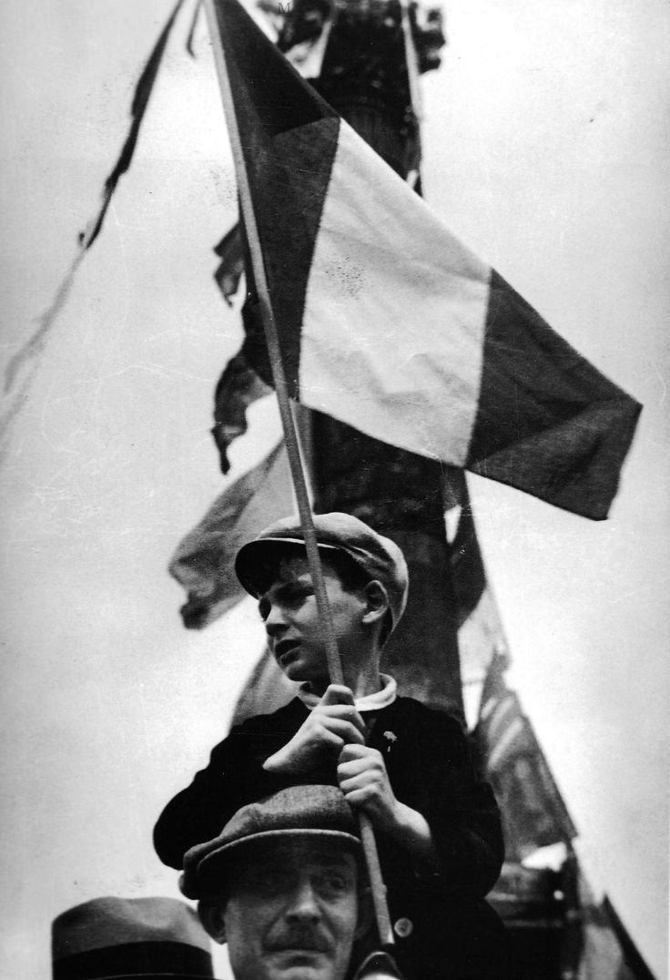 Chamade - Vintage French Photos - by Robert Capa - 1936 Front Populaire