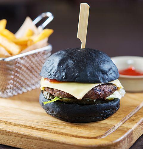 Черный бургер с курицей и беконом: пошаговый рецепт с фото, купить ингредиенты