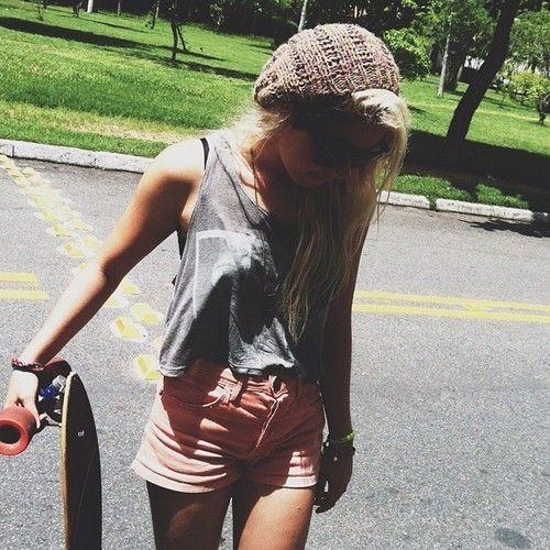 girl, skate, place, skateboarding, longboarding, skateboarder, blonde, hair, long hair, street, shorts, t-shirt, gray, hat, color, glasses