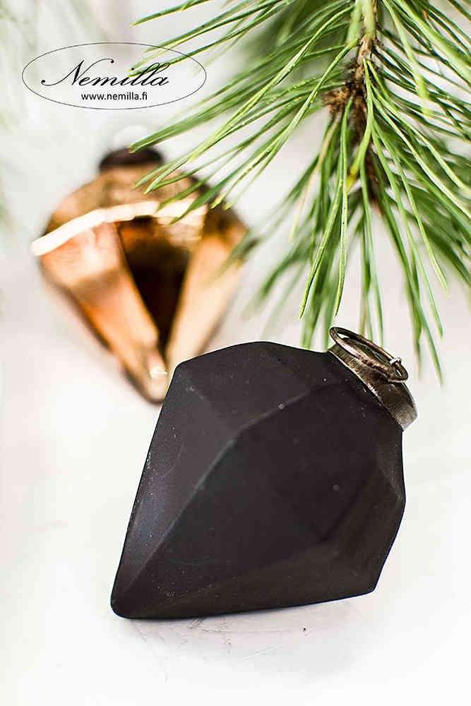 MUSTATIMANTTI - www.nemilla.fi #mattamusta #mustatimantti #joulukoriste