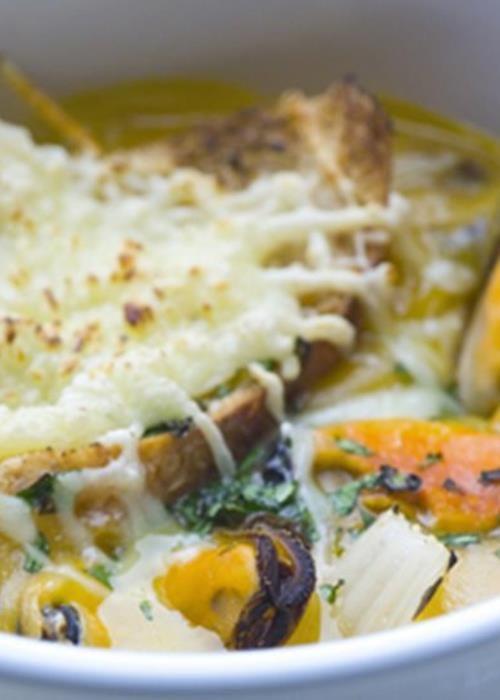 Creme de mexilhão com queijo gratinado