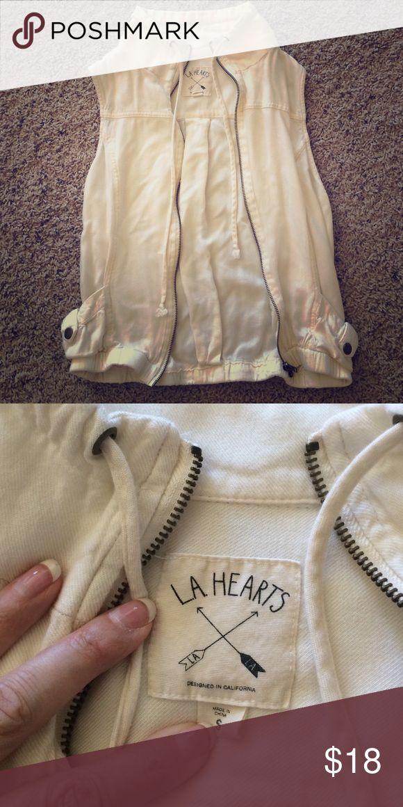 LA Hearts cream zip up vest Cute vest in excellent condition! LA Hearts Tops Sweatshirts & Hoodies