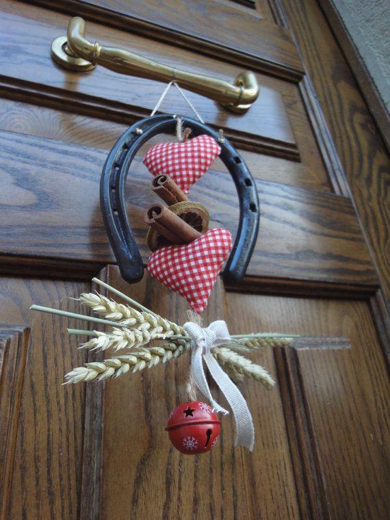 Ghirlanda natalizia  portafortuna con ferro di di RomantikPony Welcome Christmas wreath with horseshoe and bell; Christmas decor, horseshoe decor, horseshoe art, lucky charm