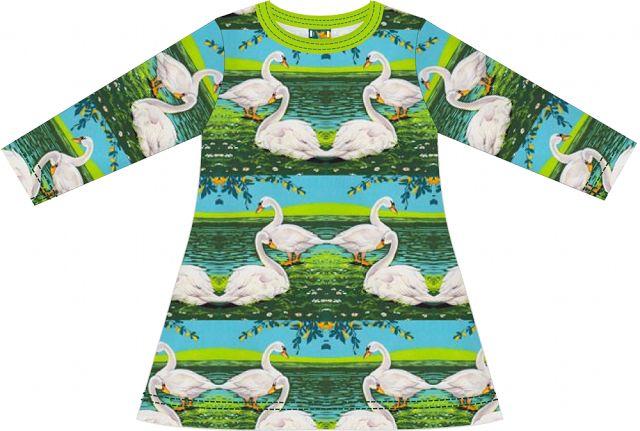 de dromenfabriek: Gratis patroon tricot jurkje met lange mouw --> mouwen kloppen niet helemaal lijkt het en jurk is vrij kort. Verder rare coupeuse naden erin. Niet meer maken.