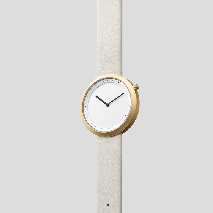 MATTE GOLDEN STEEL ON CREAM-WHITE ITALIAN LEATHER  Clean, classic and contemporary, Facette pays homage to the iconic, circular watch shape while incorporating distinct, forward-thinking design details.