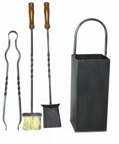 Set da camino in ferro battuto con cestello dotato di 3 accessori: pinza, paletta e scopino.