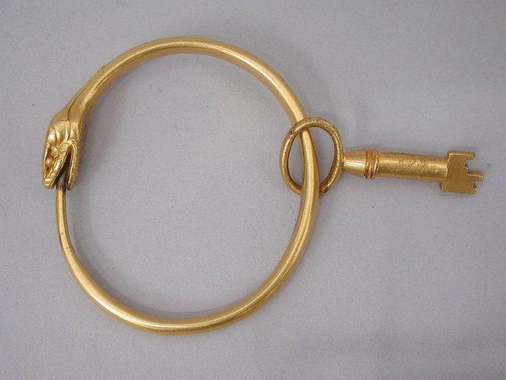 Bracelet, France, 19e siècle (fin), or massif. Les Arts Décoratifs