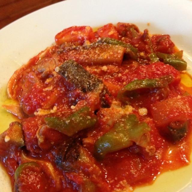 仕上げにシチリアの青臭いオリーブオイルとパルメジャーノをたっぷり(^ー^)ノ‼ - 66件のもぐもぐ - 三河地鶏砂肝と渥美豚ミミガーと自家製野菜のトマト煮 by akiradj