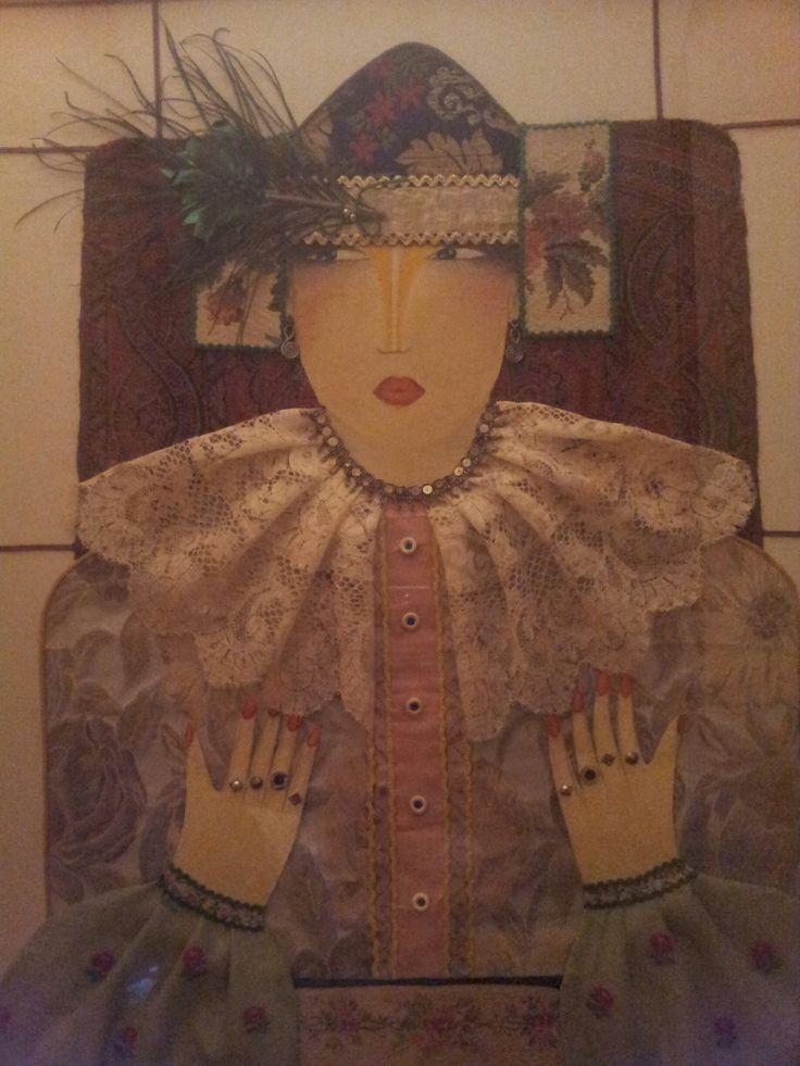 Un quadro opera di mia madre, misto olio su tela e collage di tessuti. Una meraviglia da osservare che conservo gelosamente appesa alla parete di casa.