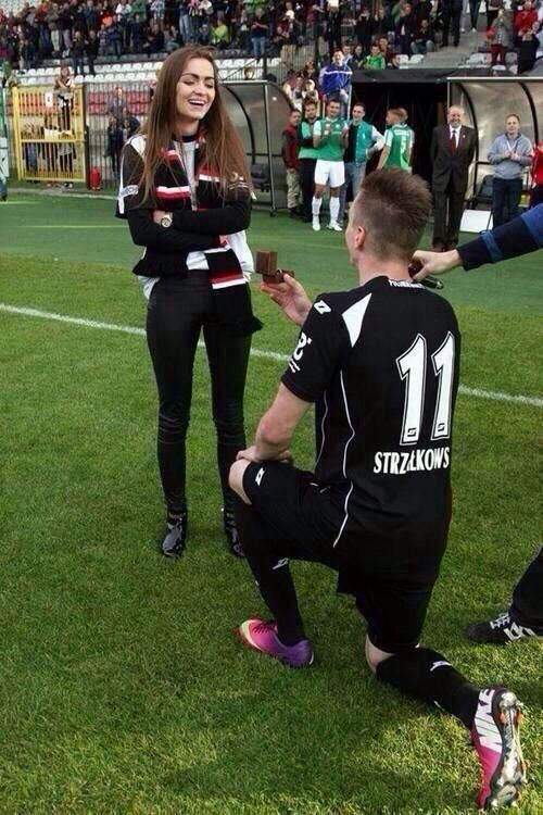relationship goals soccer - Awe that's a cute idea!