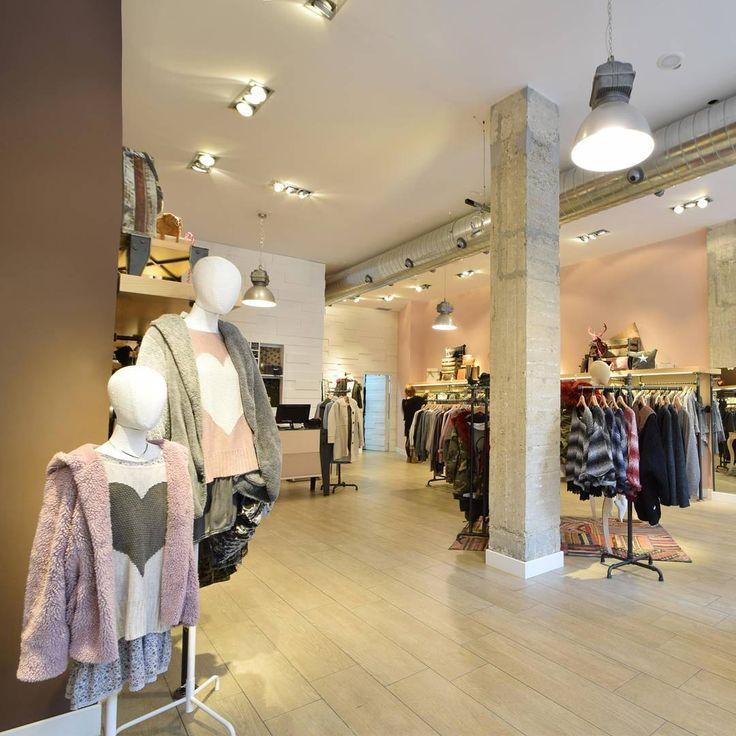 ¿Sabías que nuestra tienda de #Pamplona es espectacularmente bonita?😍😍 También estamos en #Zaragoza, #Vitoria, Palma de #Mallorca, #Logroño y #Madrid📍 #algobonito #tiendas #shop #shopping #moda #fashion #instamoda #tiendaonline #rebajas #descuentos #spain #timeforshopping