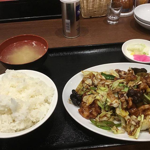 よし!  これで11時まで頑張れる٩(ˊᗜˋ*)و  #中華 #中華料理 #餃子館 #回鍋肉定食 #回鍋肉 #ごはん #ピーマン #肉 #キャベツ #中華スープ #いいね #フォロミー  #相互フォロー