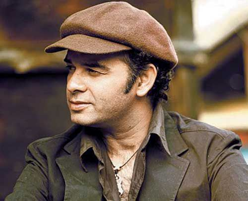 "Mohit Chauhan Is an Indian playback singer. He was born in 11 March 1966 in Nahan, Himachal Pradesh, India. People Know Mohit Chauhan To his work he give many superhit movie song such hai ""Phir Se Udd Chala"" From Rockstar, ""Pee Loon"" from Once Upon a Time in Mumbai, ""Yeh Dooriyan"" from Love Aaj Kal and ""Ala Barfi"" from Barfi."