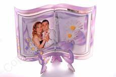 Un model de invitatii nunta, care cu siguranta va fi pastrat de majoritatea invitatiilor. Include stativul.