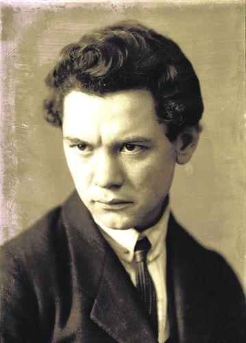 (6303) József Attila · Moly
