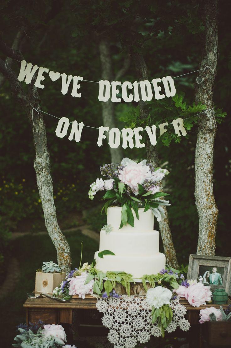 Vintage eclectic cake display + signage / Vintage Wedding inspiration