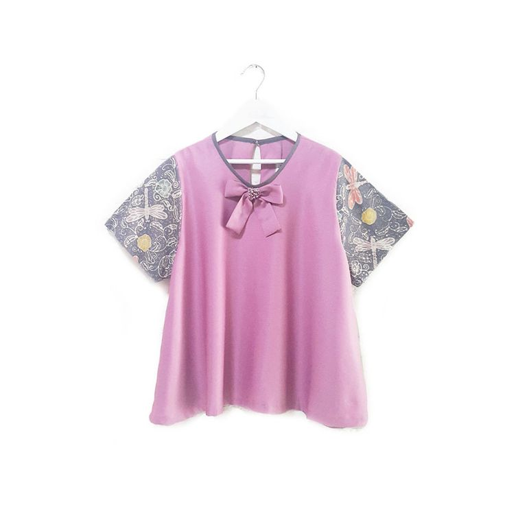Fleuretta 002  IDR 330.000  Classic Ribbon with Pearl Embellishment on Hand Stamped Batik Sleeve Blouse  (Loose fit Cutting)  Length of Blouse: approx. 54 cm  Material Used: Hand Stamped Batik, Cotton / Dusty Pink Balotelli Fabric / Ribbon with Pearl Embellishment  Free Size (Bust up to 102 cm)  Note: One button at the back for opening
