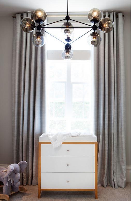 Современная люстра в комнате