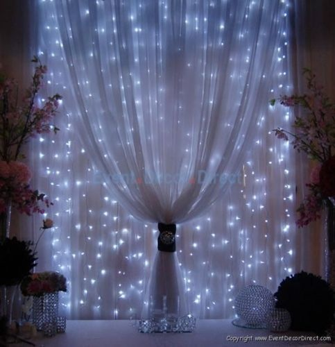 LOVE this SO MUCH Pipe Dream: Covering the walls of the banquet hall like this. So dreamy!