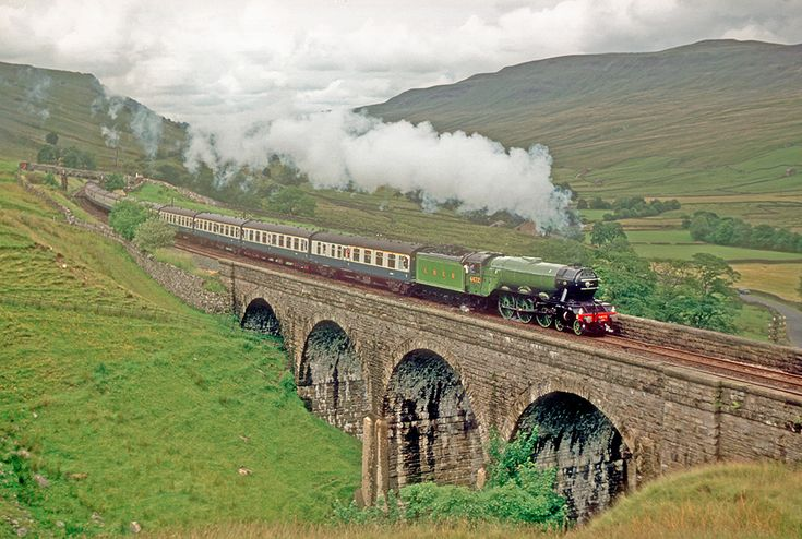 On this occasion, 4472 'Flying Scotsman' was working the Carlisle – Hellifield of the southbound Cumbrian Mountain Express (see FS29 for more information), and is approaching the summit crossing Ais Gill viaduct. See also FS33.